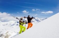 """Die Skiregion vom Katschberg bis Obertauern hat viel zu bieten. Snowboarder und Schifahrer haben die """"Weiße Welle"""" auf insgesammt 100 Liftanlagen und über 300 km Pisten."""